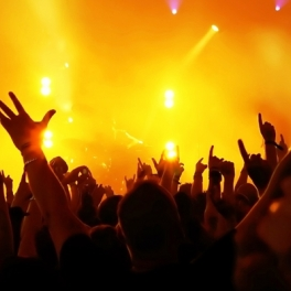 concert-lights-hands